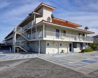 Motel 6 Twentynine Palms - Twentynine Palms - Building