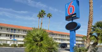 Motel 6 Twentynine Palms - Twentynine Palms - Gebäude