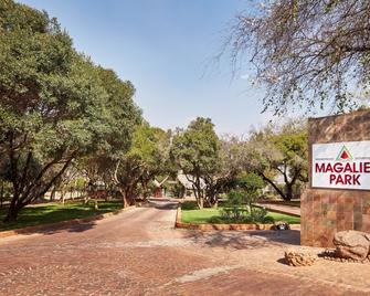 First Group Magalies Park - Hartbeespoort - Outdoor view