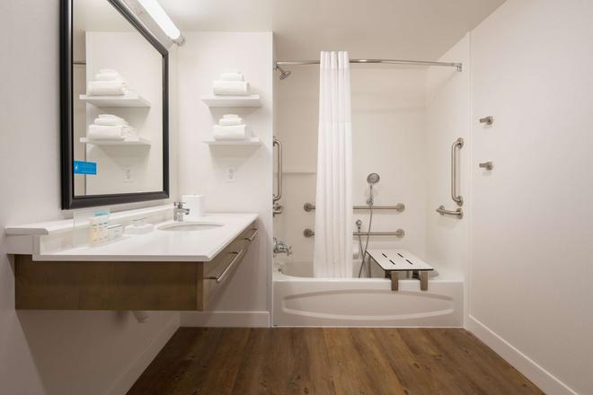 Hampton Inn and Suites by Hilton Portland-Pearl District - Πόρτλαντ - Μπάνιο