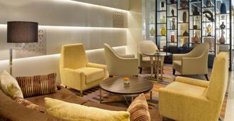 Holiday Inn Mumbai International Airport - מומבאי - טרקלין