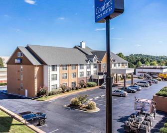 Comfort Inn & Suites Ballpark Area - Smyrna - Building
