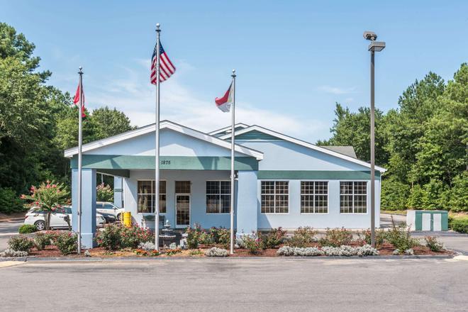 Super 8 by Wyndham Fayetteville - Fayetteville - Toà nhà