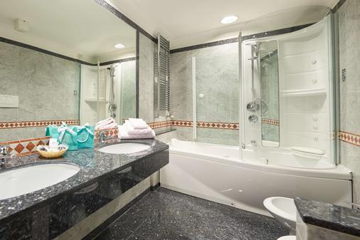 Grand Hotel Adriatico - Florence - Bathroom