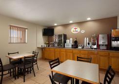 Super 8 by Wyndham Pleasanton - Плезантон - Ресторан