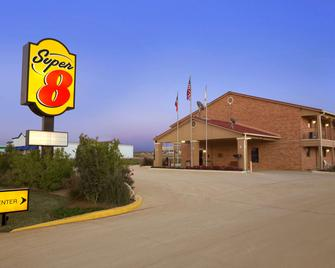 Super 8 by Wyndham Pleasanton - Pleasanton - Gebouw