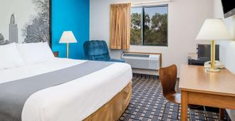 Super 8 by Wyndham Lincoln West - Lincoln - Bedroom