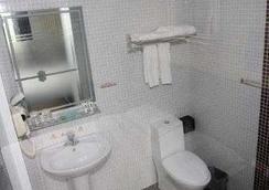 Super 8 by Wyndham Beijing Ma Jia Pu Jiao Men - Beijing - Bathroom