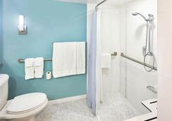 Ala Moana Hotel By Lsi Resorts - Honolulu - Bathroom