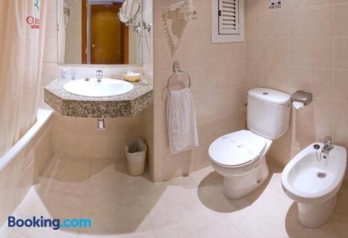 Hotel GHT Oasis Park & Spa - Lloret de Mar - Μπάνιο