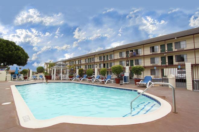 Best Western Surf City - Huntington Beach - Uima-allas