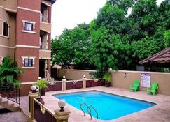 The Bellagio 2br Apartment - Tumbridge - Pool