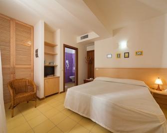 Resort Hotel Marinella - Габичче-Маре - Спальня