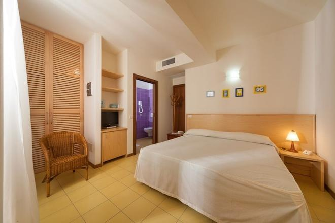 Hotel Resort Marinella - Gabicce Mare - Bedroom