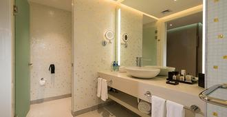 Las Americas Golden Tower Panama - Panama City - Bathroom