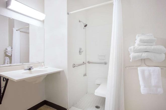 Super 8 by Wyndham Warner Robins - Warner Robins - Salle de bain