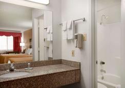 Travelodge by Wyndham, Killeen/Fort Hood - Killeen - Bathroom