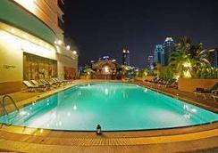 曼谷華美達迪瑪閣酒店 - 曼谷 - 游泳池