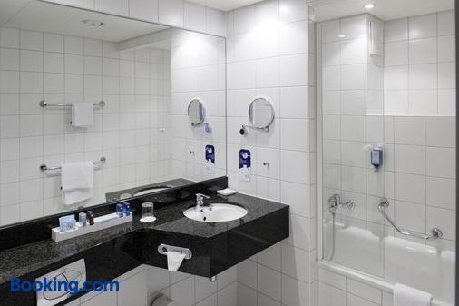 Novotel Erlangen - Erlangen - Bathroom