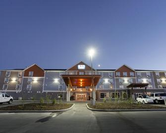 Pomeroy Inn & Suites at Olds - Olds - Gebouw