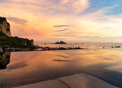 Avani Ao Nang Cliff Krabi Resort - Krabi - Vista externa