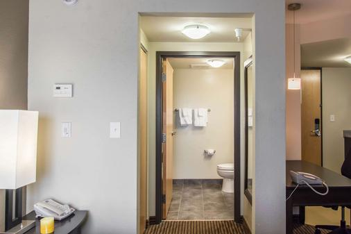 MainStay Suites Winnipeg - Winnipeg - Bathroom