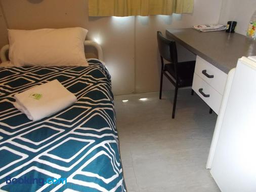 Oakridge Motel Tourist Park - Oakey - Bedroom