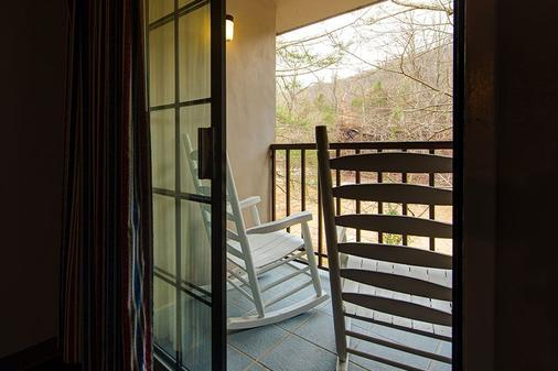 Sidney James Mountain Lodge - Gatlinburg - Balcony