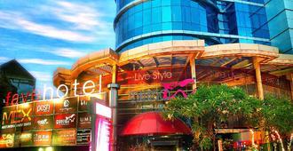favehotel MEX Surabaya - Surabaya - Building