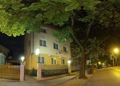 Hotel Corvin - Győr - Bygning