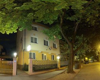 Hotel Corvin - Győr - Building