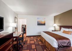 Days Inn & Suites by Wyndham Lodi - Lodi - Schlafzimmer
