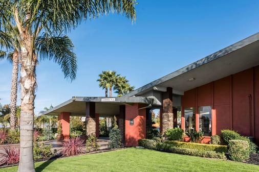Days Inn & Suites by Wyndham Lodi - Lodi - Gebäude