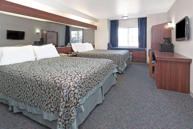 Days Inn by Wyndham Greeley - Greeley - Bedroom
