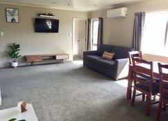 Seagulls Guesthouse - Mount Maunganui - Living room