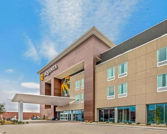 La Quinta Inn & Suites by Wyndham Waco Downtown - Baylor - Уако - Building