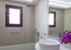 Veggera Hotel - Thera - Bathroom