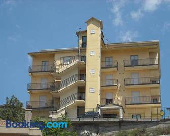 Hotel Caimo Bed-Breakfast - Lagonegro - Building