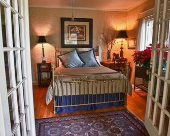 Elliott House - Sanford - Bedroom