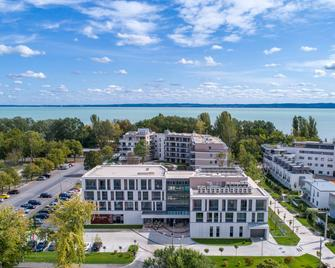 Aura Hotel Adults Only - Balatonfured - Building