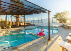 Miracle Manor Retreat Bed & Breakfast - Desert Hot Springs - Basen