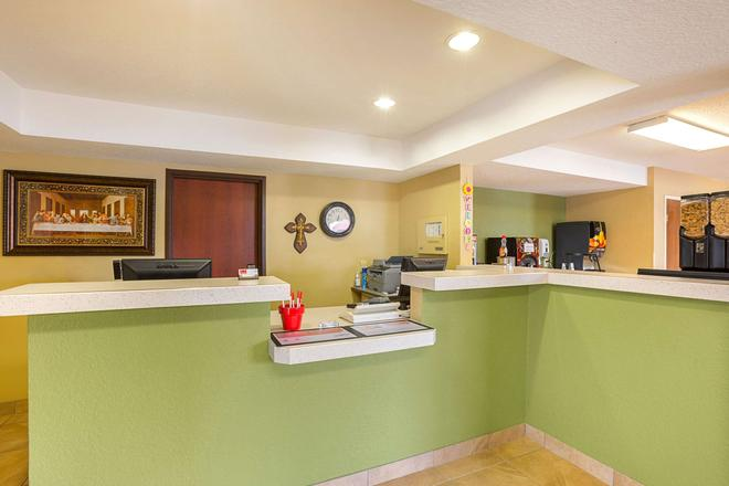 Rodeway Inn and Suites Kearney - Kearney - Front desk