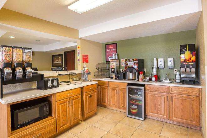 Rodeway Inn and Suites Kearney - Kearney - Buffet