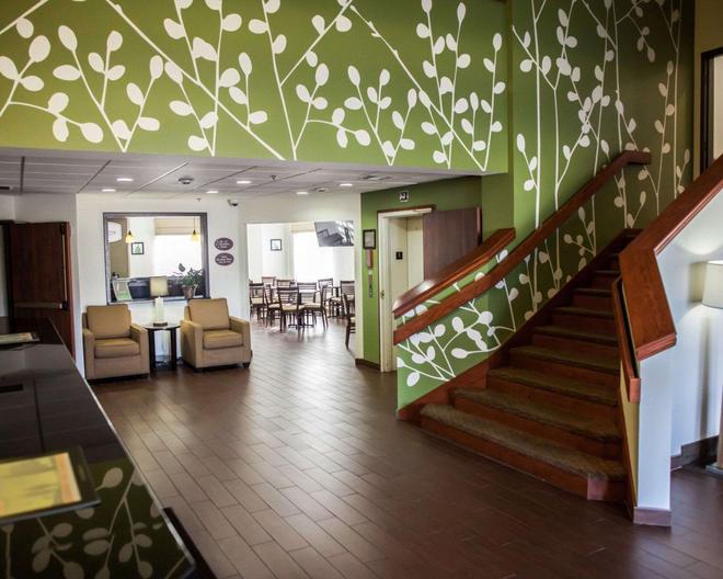 Sleep Inn and Suites Topeka - Topeka - Lobby