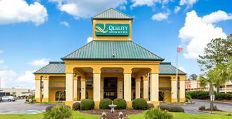 Quality Inn & Suites Civic Center - פלורנס - בניין