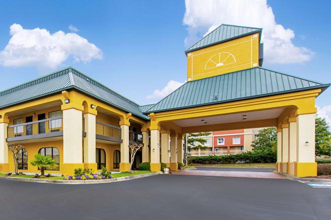Quality Inn & Suites Civic Center - Florence - Toà nhà