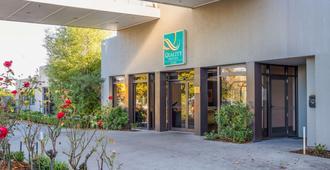 Quality Hotel Elms - Christchurch - Building