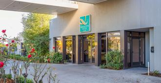 Quality Hotel Elms - Christchurch