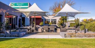 Quality Hotel Elms - Christchurch - Patio