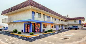 Motel 6 St George - Saint George - Building